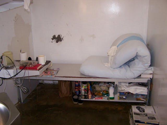 Death_row_cell_Polunsky_Unit_Texas_1.jpg
