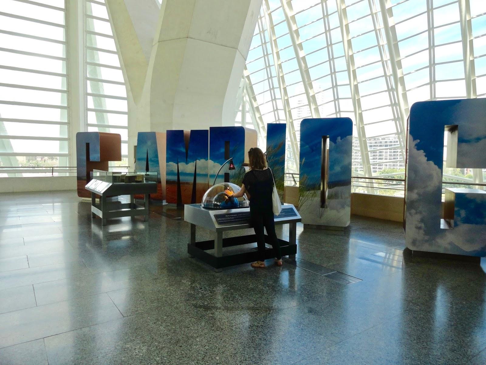 valencia spain museum cambio girl