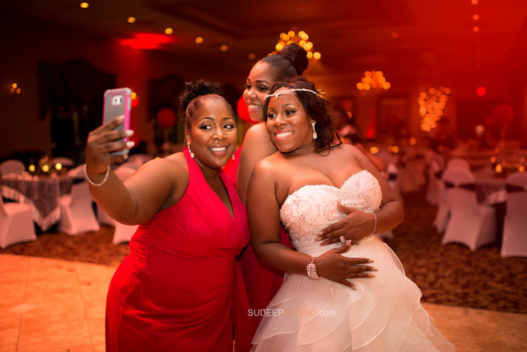 Crystal Gardens Killer Wedding Selfies Bride in Action - Sudeep Studio.com Ann Arbor Photographer