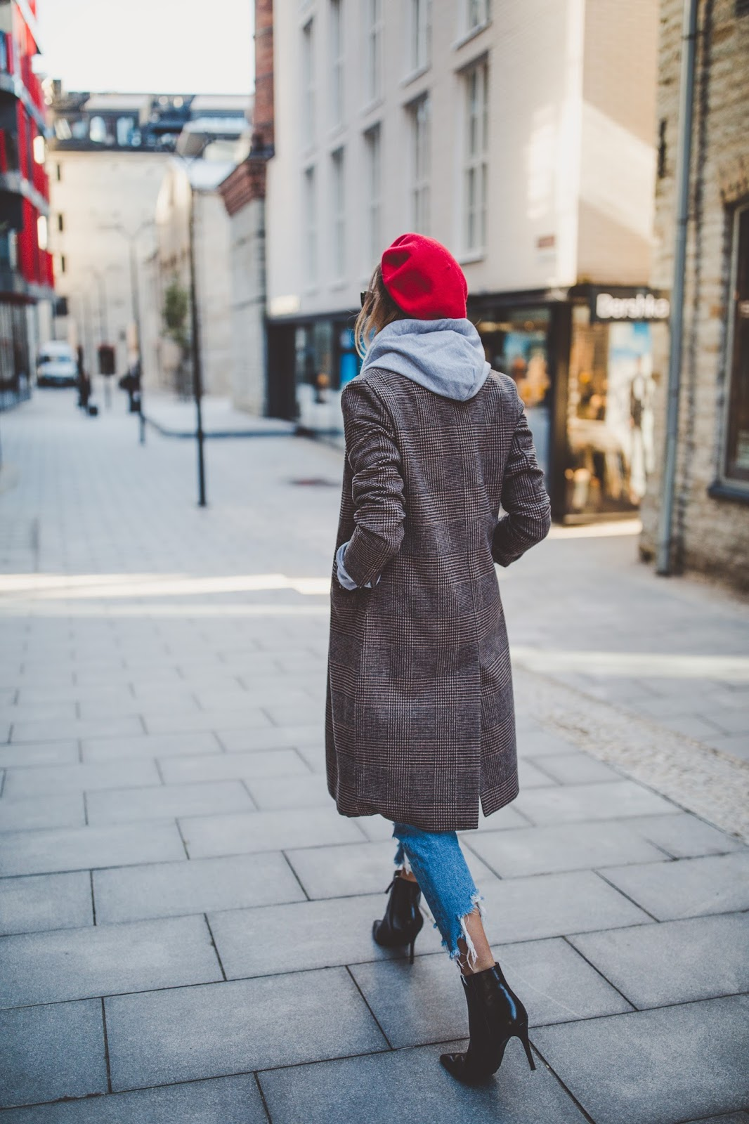 plaid coat beret street style