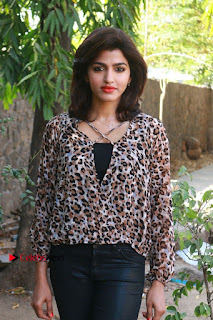 Tamil Actress Sai Dhansika at Vizhithiru Movie Press Meet Stills  0008.jpg