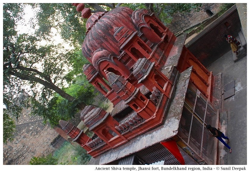 Old Shiva temple, Jhansi fort, Bundelkhand region, central India - Images by Sunil Deepak