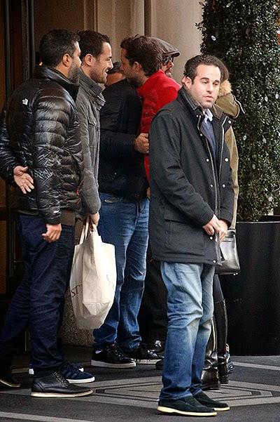 Leonardo%2BDiCaprio%2Band%2BDasha%2BZhukova%2B5 Dasha Zhukova, girlfriend of Chelseas Abramovich, gets close to DiCaprio in New York [Pictures]