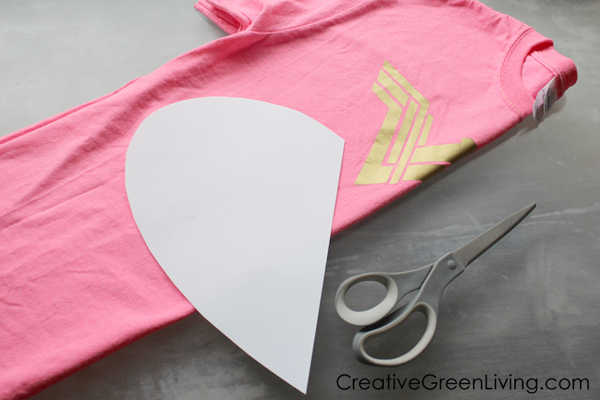 How to turn an old t-shirt into a pillow - great upcycled clothing craft