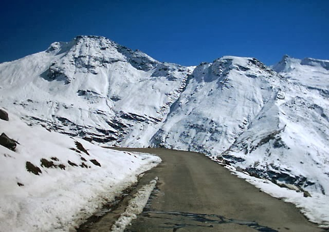 Rohtang Pass  in Himachal Pradesh