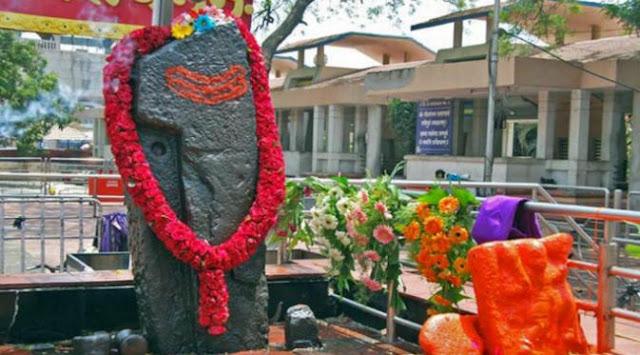 Batu-perwujudan-dari-dewa-Shani