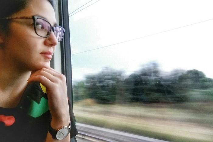 nei viaggi guardando fuori dal finestrino