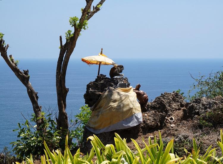 Euriental | fashion & luxury travel | Alila Villas Uluwatu, monkey