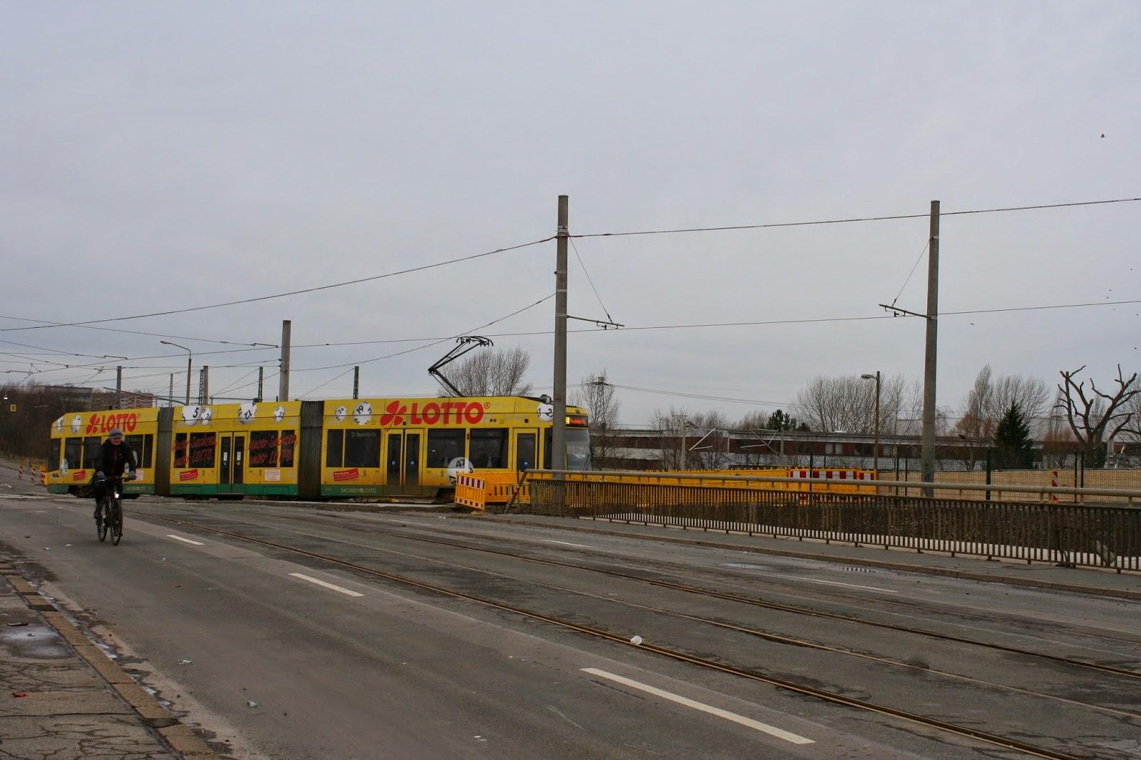 Antonienbrücke 03.01.2015 - seit geraumer Zeit fährt auch die LVB Tram über die Behelfsbrücke