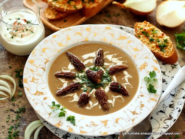 zupa cebulowo smardzowa, smardze, grzybowa, grzyby, krem z cebuli i grzybów