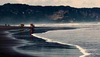Pantai Parangkesumo