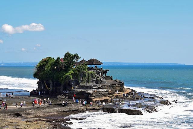 Tanah Lot Temple at Bali: The History & The Beauty of Tanah Lot Sunset at Bali