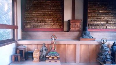日奉千体地蔵堂の中
