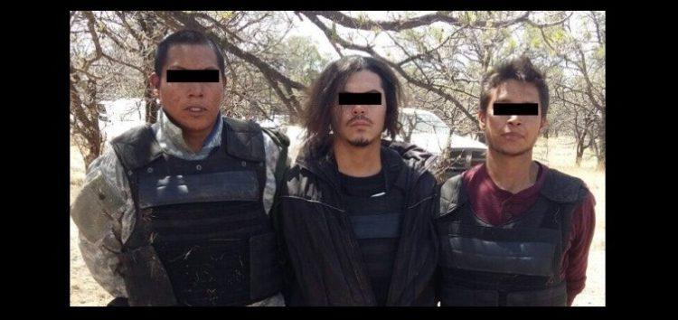 """Fueron detenidos tres integrantes del cartel de  """"La Línea"""" en poder de un arsenal y vehículos robados."""