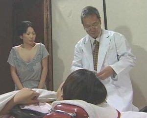 หนังxxxญี่ปุ่น ลูกสาวแอบดูแม่เย็ดกับลุงหมอ เงี่ยนจนอยากโดนมั้ง