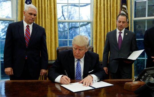 Los primeros decretos de Donald Trump al frente de EE.UU.