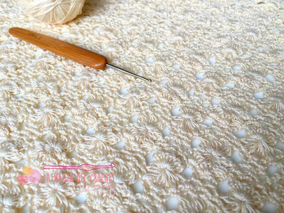 La Magia del Crochet: Chal triangular con punto JAZMÍN al crochet