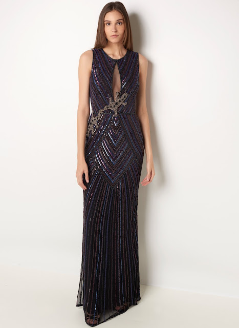 Vestido longo em tecido leve com bordados aplicados