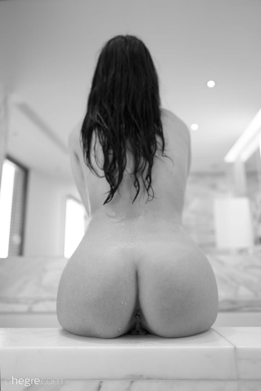 [Art] Alba - Naked At Home 644611