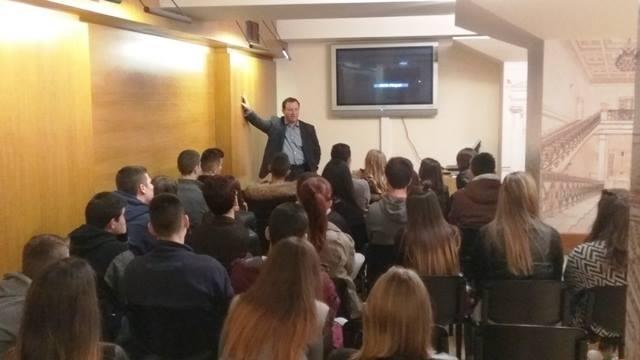 Τους μαθητές του Γενικού Λυκείου Μαργαριτίου συνάντησε ο Β. Γιόγιακας στη Βουλή