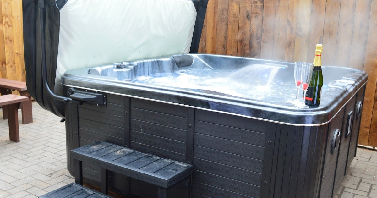 22 lodges with hot tubs within a 2 hour drive of. Black Bedroom Furniture Sets. Home Design Ideas