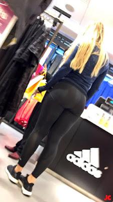 linda rubia sexy leggins