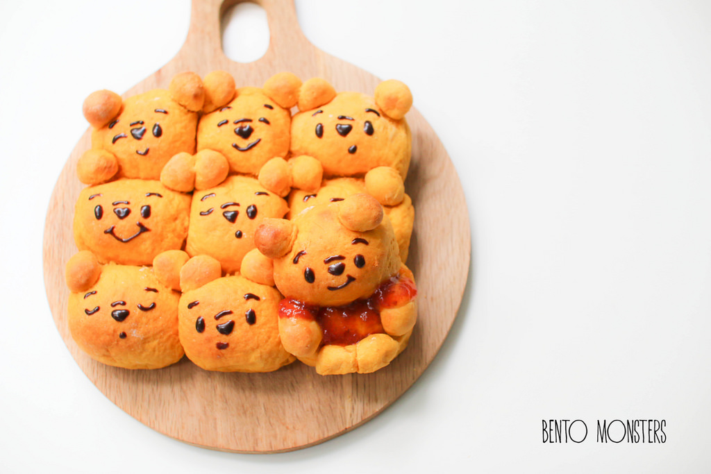 07-Pooh-Bear-Pumpkin-Pull-Apart-Bread-Li-Ming-Lee-Kyaraben-Bento-Monsters-Themed-Lunch-Art-www-designstack-co