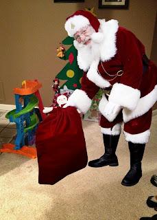 icaughtsanta.com Santa dropping off presents
