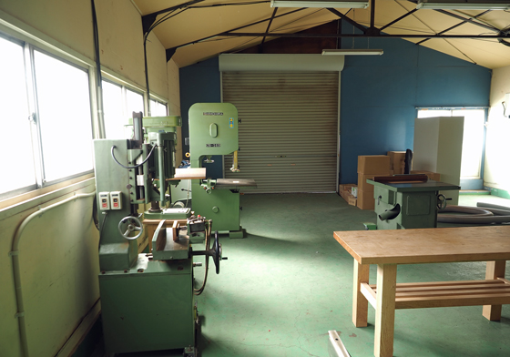 家具工房内の木工機械