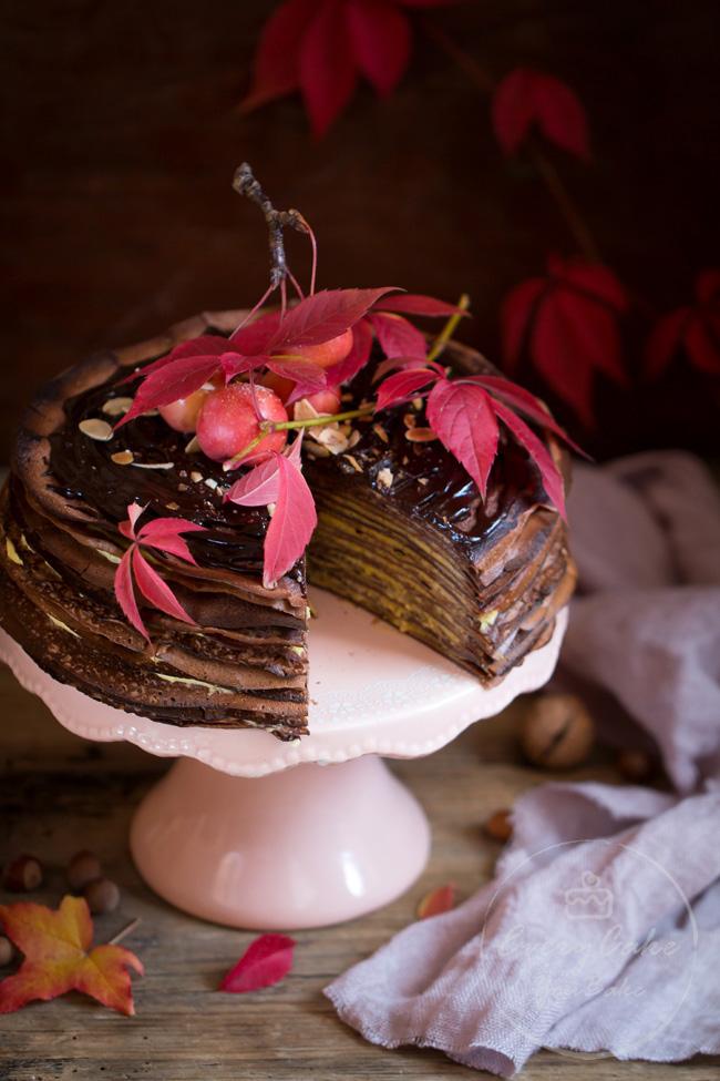 tort naleśnikowy z kremem dyniowym i czekoladowymi naleśnikami