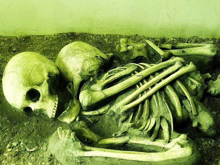 Dois sepultamentos associados