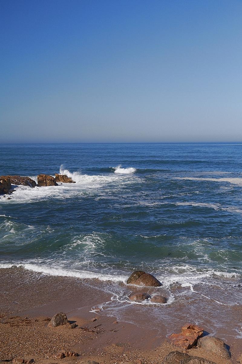 Atlantischer Ozean Meer Küste Felsen Strand Porto, Portugal, Sommer