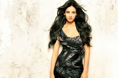 Beautiful Indian Model Sonal Chauhan Hd Photos and Images