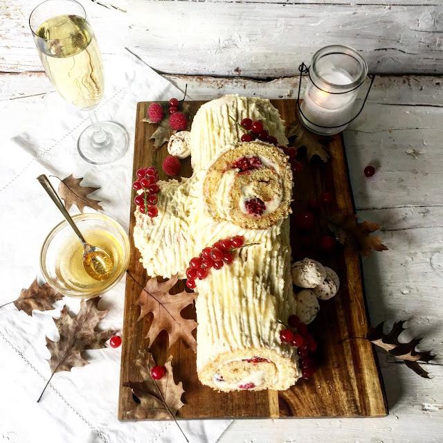 Tronco De Navidad Con Grosellas Y Sirope De Cava