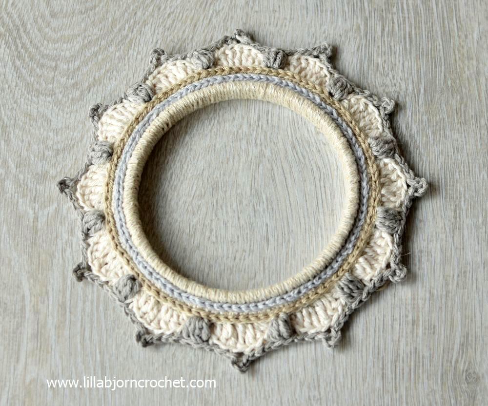 3 crochet borders around embroidery hoops - FREE pattern by Lilla Bjorn Crochet