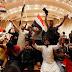 Bagdad, cientos de seguidores de clérigo chiita toman el Parlamento de Irak (vídeos)