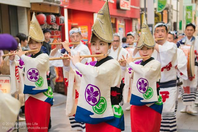 熊本地震被災地救援募金チャリティ阿波踊り、江戸っ子連の笛の奏者