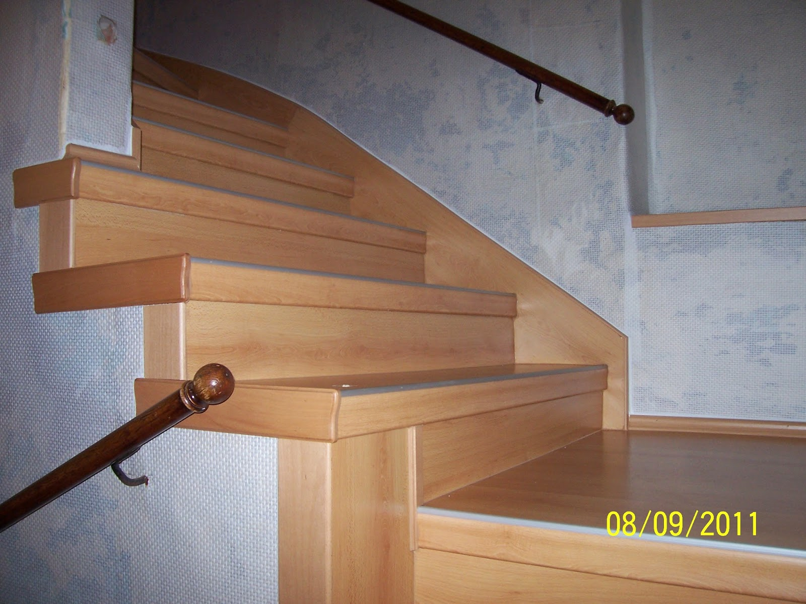 Treppenwange verkleiden - fertig renovierte Treppe