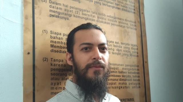 Jalankan Sunnah Nabi, Artis Berdarah Arab Ini Tak Pernah Memotong Jenggotnya Sedikit Pun