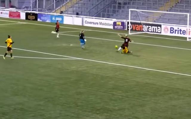 12 γκολ σε γυναικείο ποδοσφαιρικό αγώνα είναι πολλά; Δείτε το τρίτο γκολ και θα καταλάβετε  (βίντεο)