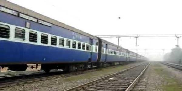 ab-vaya-uslapur-chalegi-nautanva-durg-express
