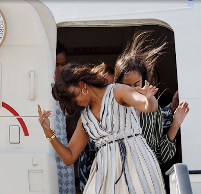Michelle Obama,her mother and daughters land in Spain in a windy day 6666