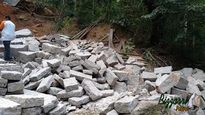Pedra folheta de granito com vários tamanhos para execução de parede de pedra.