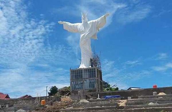 Pembangunan Patung Tuhan Yesus Memberkati di Talaud Hampir Rampung