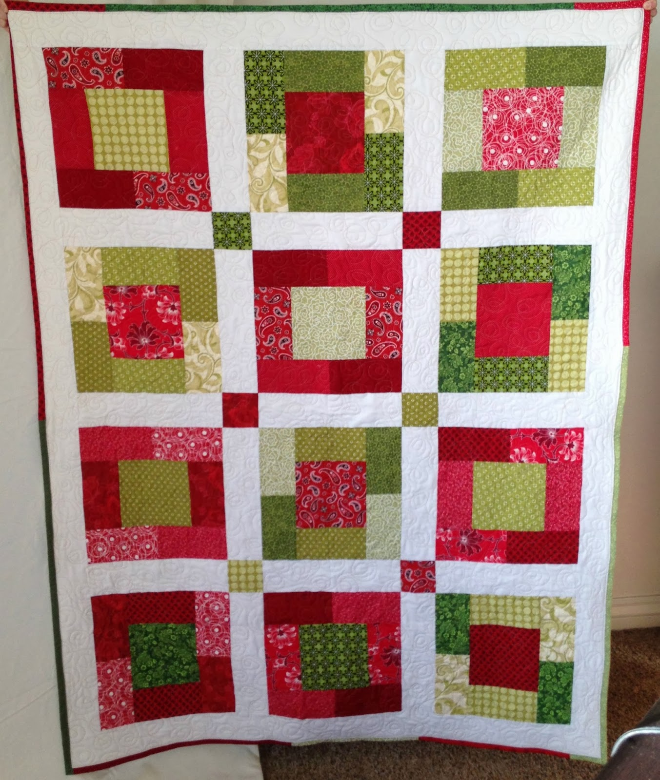 http://natalie-ever-after.blogspot.com/2014/02/christmas-box-quilt-tutorial.html