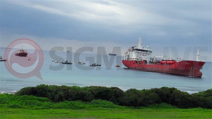 Έκρηξη και φωτιά σε τάνκερ στην Κύπρο - Έπεφταν στη θάλασσα για να σωθούν!