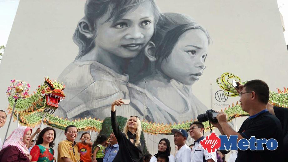 Intanbling mural muar bandar maharani for Mural yang cantik