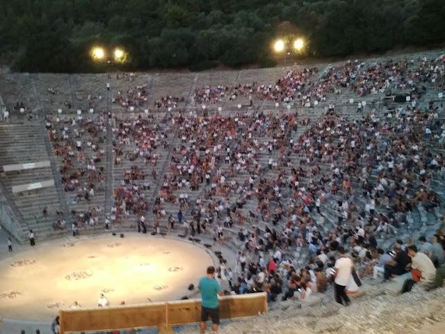 Το καυστικό χιούμορ στη Λυσιστράτη του Αριστοφάνη στο Αρχαίο Θέατρο Επιδαύρου (βίντεο)