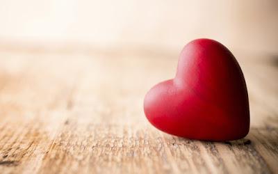 Stock-photo-des-mains-le-cœur-l-amour