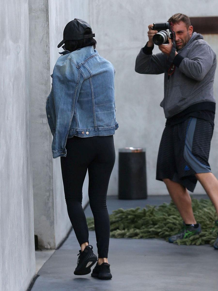 Kourtney Kardashian Yoga Várias famosas ad...